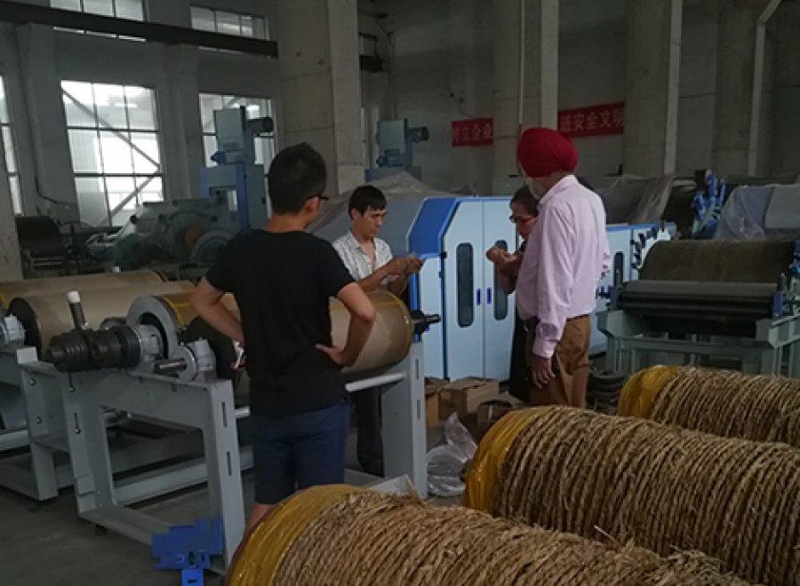 印度客户来亿祥纺机洽谈合作
