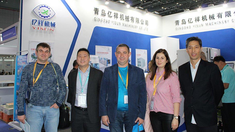 2018上海纺机展-俄罗斯客户现场签署订单